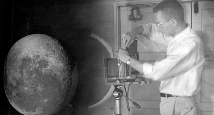 William Hartmann projecting photographic plates of the moon onto a white globe to create the Rectified Lunar Atlas. (Courtesy: UA Lunar and Planetary Laboratory)